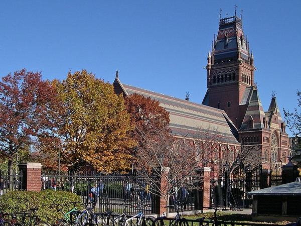 800px-Harvard_college_-_annenberg_hall