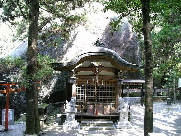 800px-磐船神社拝殿御神体