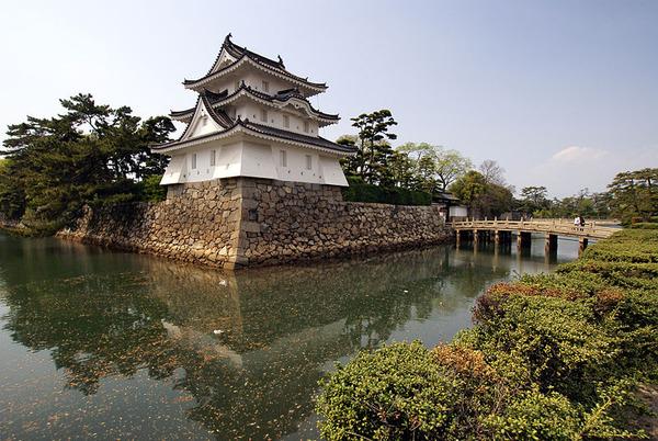 800px-Takamatsu_castle09s3872