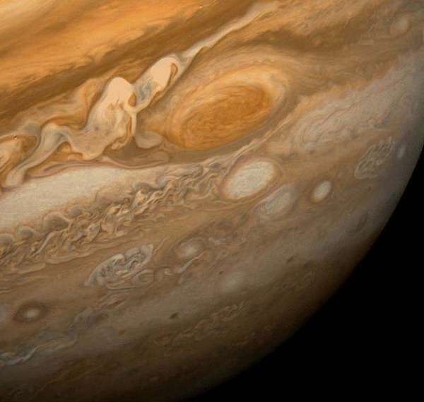 633px-Great_Red_Spot_From_Voyager_1