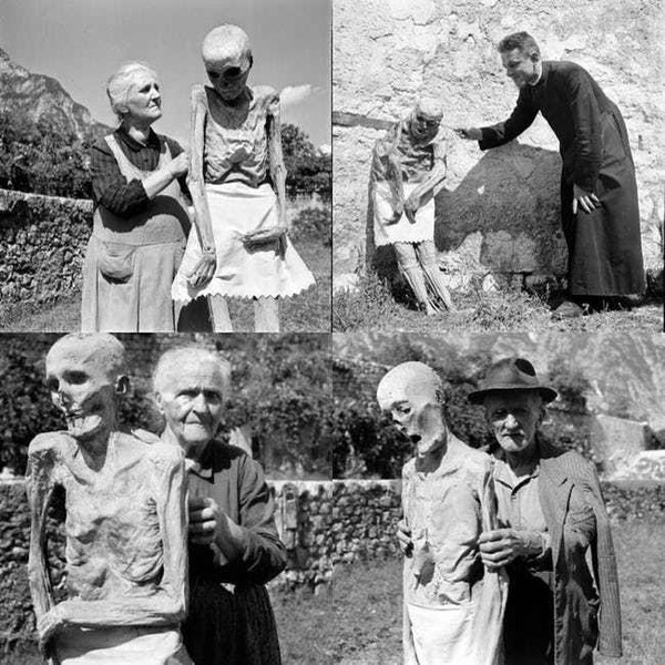 living-humans-with-the-mummies-of-venzone-italy-1950s-photo-u1
