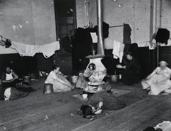 womens-lodging-room-in-the-west-47th-street-station-640x494