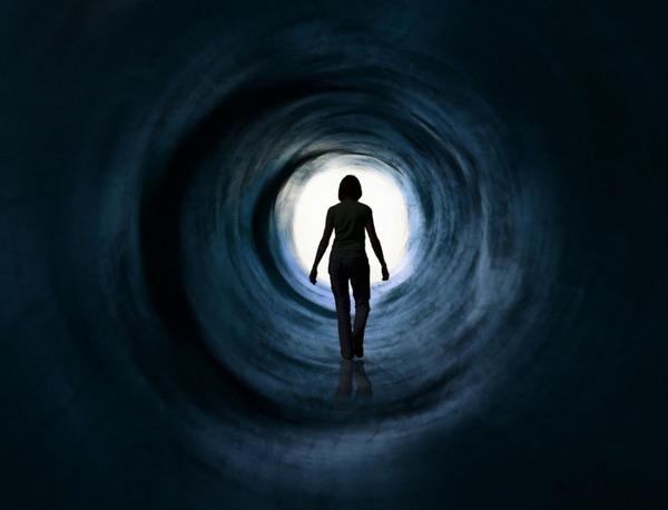 死後の世界 トンネル