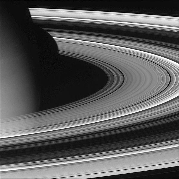 600px-Saturn_unlit_rings