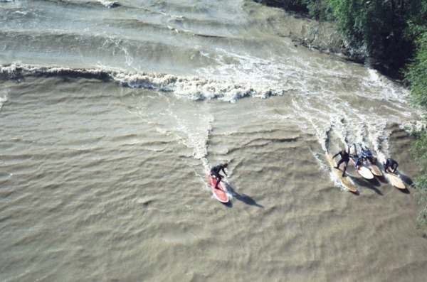 River_surfing_-_Severn_bore