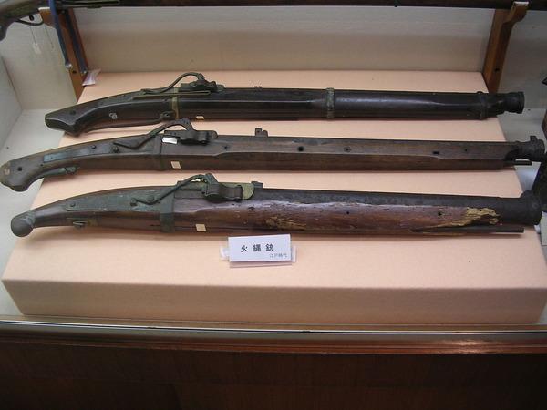 1280px-Edo_period_rifles