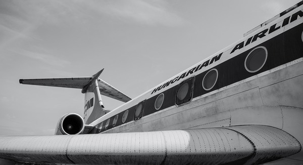 airplane-3649033_960_720