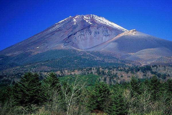 Mount_Hoei_from_Jurigi