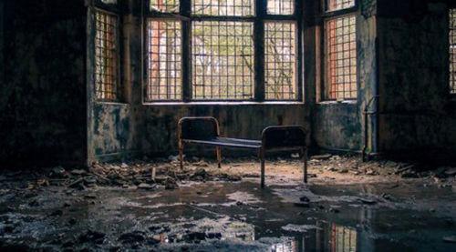 廃墟巡りしてたら呪われてた・・・