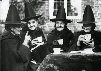witches-drinking-tea