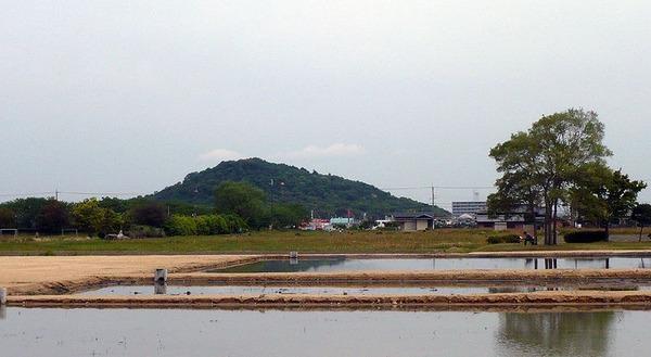 800px-Miminashi-yama
