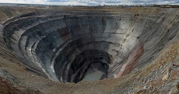 5-Mirny-diamond-mine