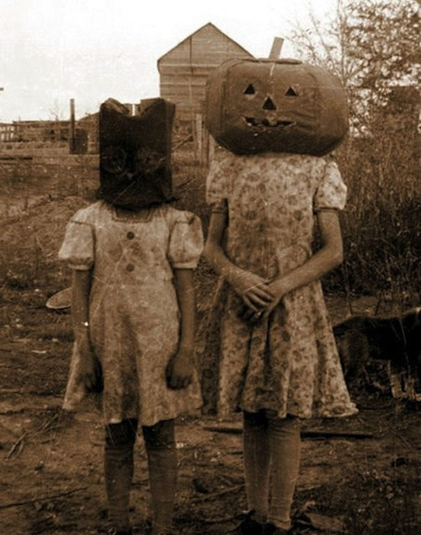 scary-vintage-halloween-creepy-costumes-4-57f6493a30d96__605