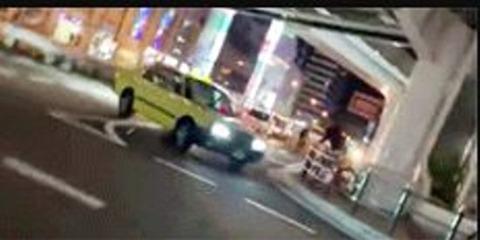 大阪のタクシー、自転車を殺しにかかる