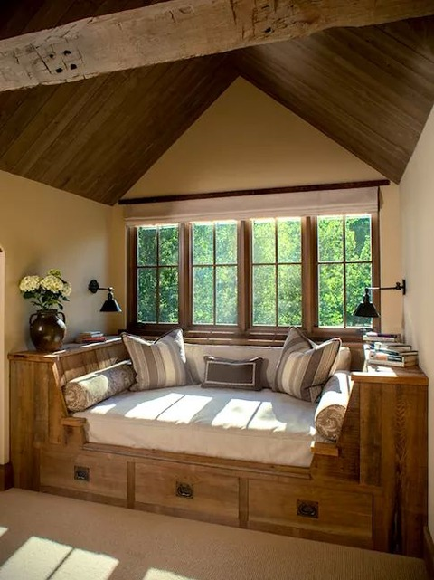 窓ぎわで読書ができる空間7選