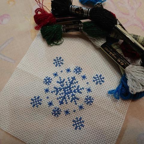 作成中 #かわいい刺しゅう ラメ入りの糸で作るビスコーニュ02