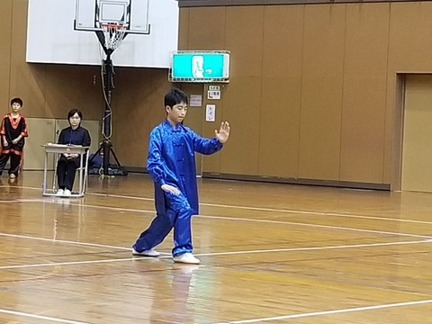 8.24式太極拳・男子_濱岡理郎_800