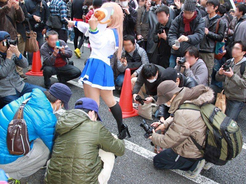 コスプレ美少女のスカートの中を盗撮したおっさん、みごとにだまされる [無断転載禁止]©2ch.net->画像>60枚