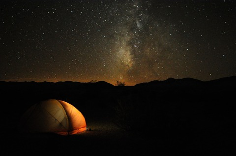 2560px-Camping_in_Death_Valley