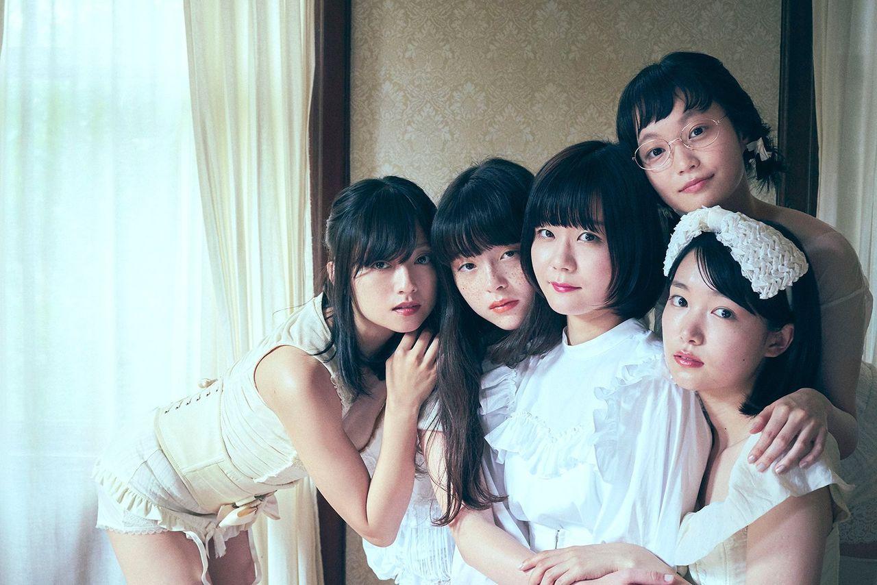 【芸能】安達由美、奇跡的な美しさが話題!「若手女優に紛れても違和感なし」「奇跡の37歳」、驚きの声
