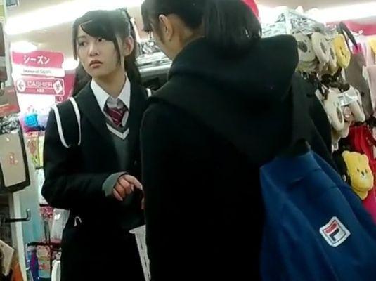【HD隠撮動画】制服美少女の放課後パンティ!買い物中に粘着してパンチラ盗撮!!