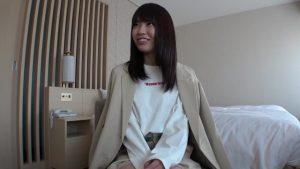 ウブな素人美少女が恥ずかしがりながら初ハメ撮りww騎乗位中も笑顔ww