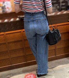 【街撮】ブリケツなデニ尻で喰いこみを魅せつけるお姉さん!