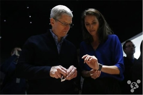 Apple-Watch_Tim-Cook_Burns