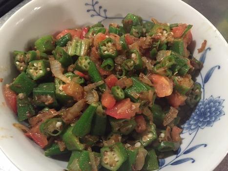 スリランカ風オクラとトマトの炒め物