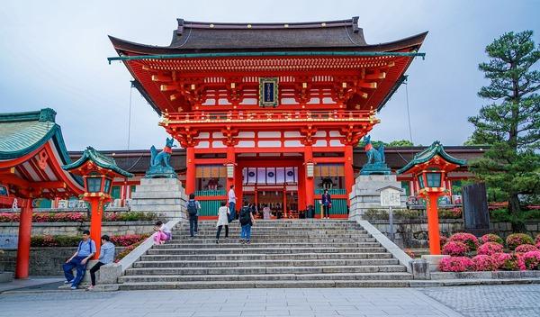 fushimi-inari-taisha-shrine-1612656_1280