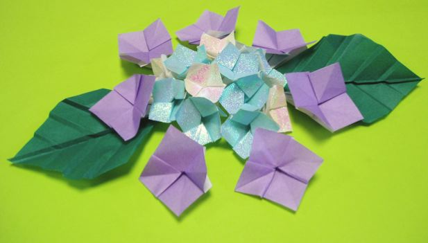花 折り紙 紫陽花 折り紙 : 折り紙・ガクアジサイの ...
