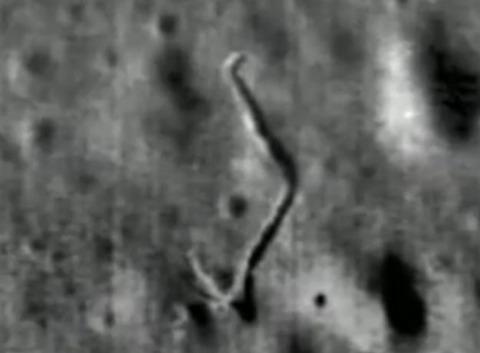 UFO月面基地・建造物写真04