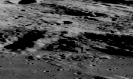 UFO月面基地・建造物写真01