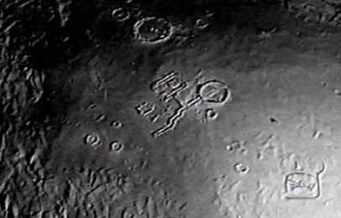 【速報】月に超巨大建造物!やはり宇宙人はいた!!