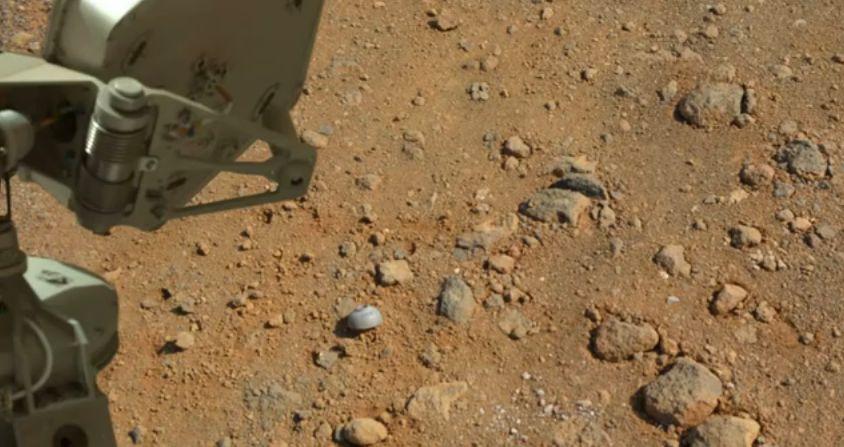 【宇宙】探査機「はやぶさ2」が小惑星りゅうぐうを上空1キロで撮影 表面は岩がち、着陸場所の選定を慎重に進める ->画像>18枚