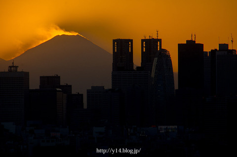 【後楽園 文京シビックセンター】富士山の雪煙