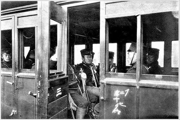 (((列車で移動する日本兵