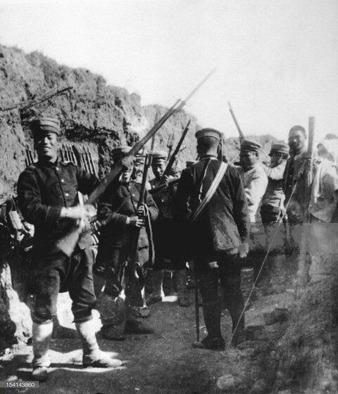 (((ポートアーサーを占領する日本の兵士