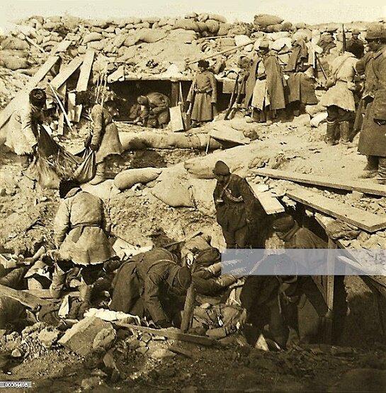 ((((休・旅順、砦の中にロシア人によって埋められた日本人
