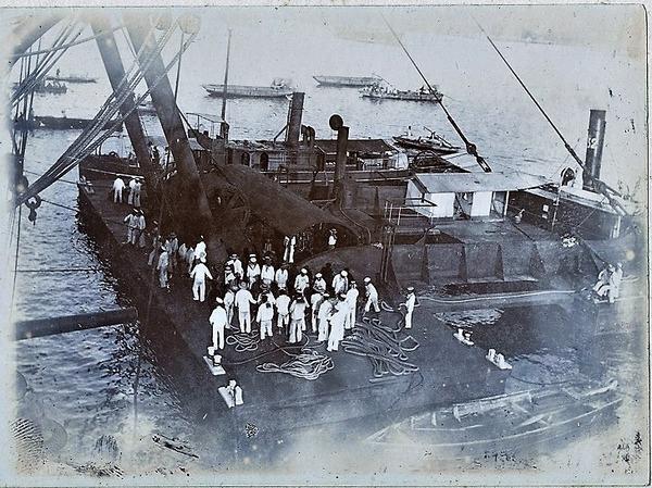 ((32水雷艇陸揚げ032