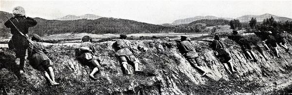 ((((R暑い日に塹壕にいるロシア歩兵