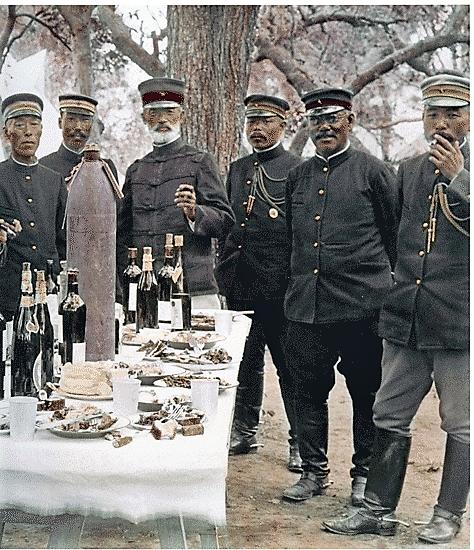 (((エ日露戦争中に朝食を楽しむ野木将軍と将校