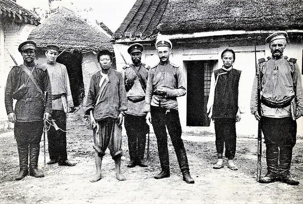 ((R落胆した日本のスパイと彼の奇抜なロシアの捕虜