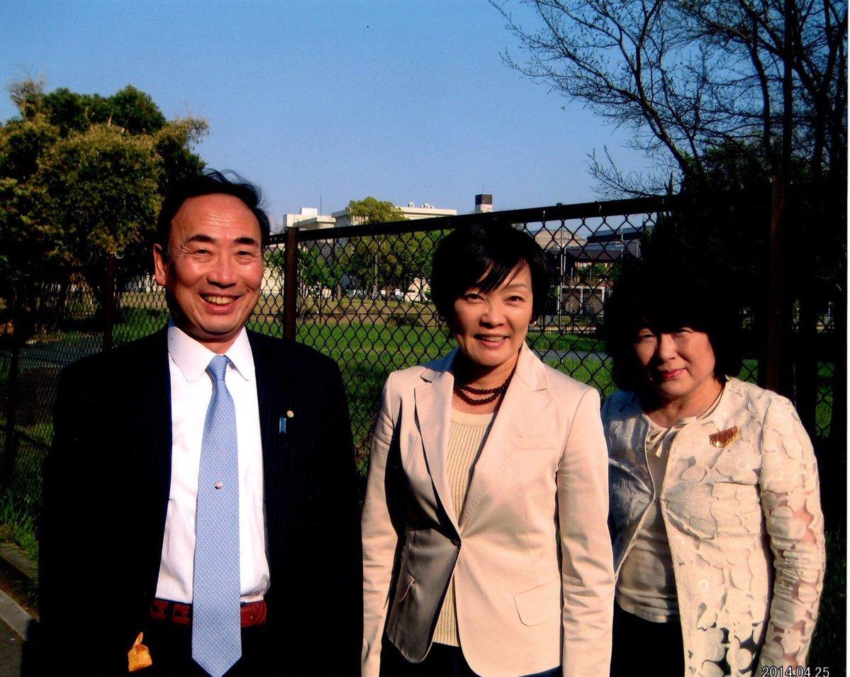 安倍昭恵さん、安倍晋三小学校建設予定地前で記念写真