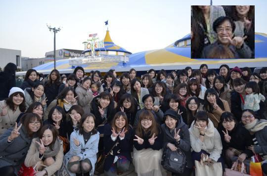 PCデポ女子社員が全員集められ社長と遊ぶ「PCデポ女子会」の写真が気持ち悪い