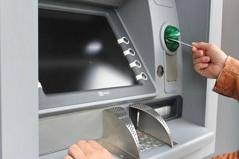 【狂気】ワイ、ATMに大量の硬貨を持ち込み渋滞を引き起こすwwwww