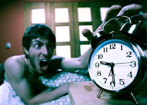 俺「寝坊してしまいました」上司「何故寝坊した?」俺「…目覚ましを掛けないまま寝てしまって」→ 結果wwwwww