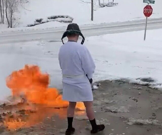 アメリカの冬の風物詩 「火炎放射器で除雪」はじまりました