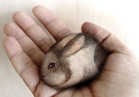 これが石、だと?その形を生かして石に命を吹き込んだ手のひらサイズのリアルな動物ペイント