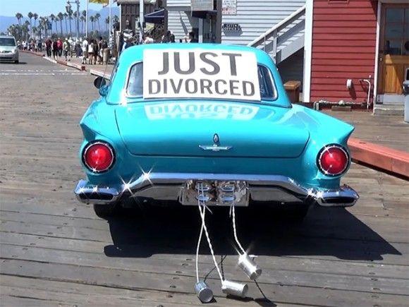 車で離婚を高らかに宣言!アメリカで流行ってるらしいブライダルカーならぬディボース(離婚)カーを走らせる行為
